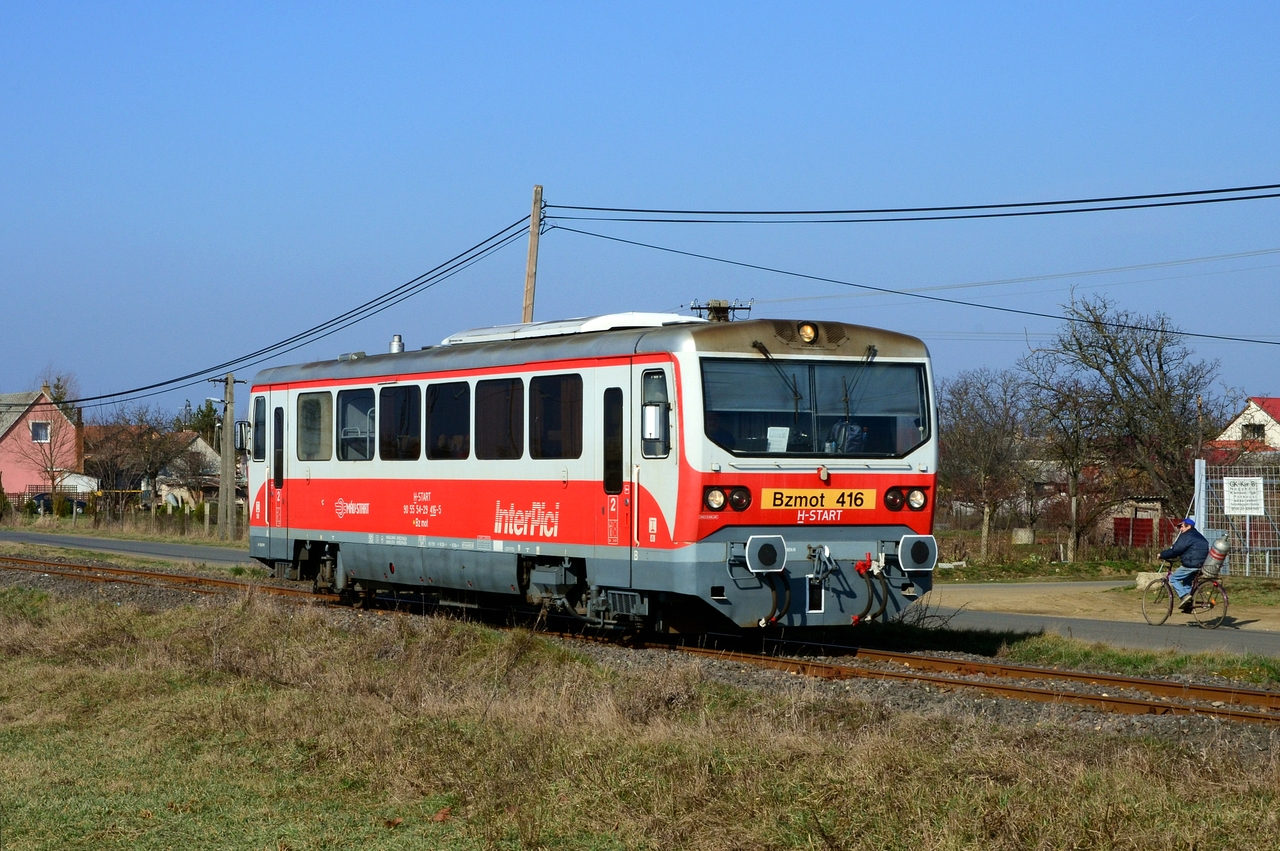 A nyár elejével a pandémiára hivatkozva közel negyven vonalon álltak le szinte teljesen a vonatok (illusztráció: Joó Ferenc)
