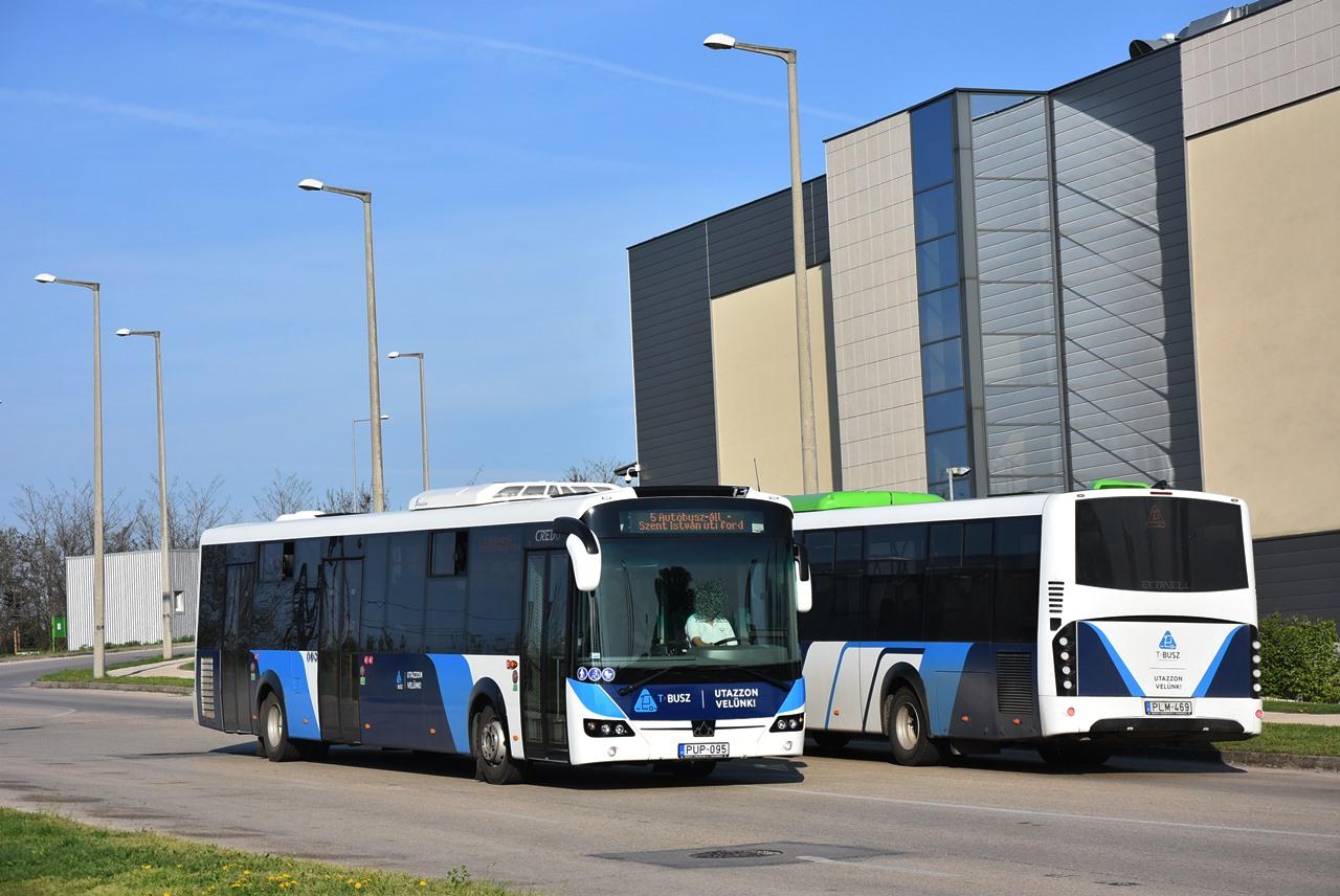 Kravtex-termékek találkozója az Omega park bevezető útján: a 12 méteresből húsz, a 13 méteresből három közlekedik a városban