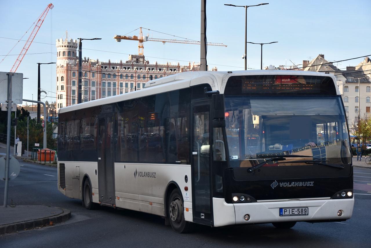 Legalább százat vártak, végül tíz érkezett a King Longok helyére. Az M6LOG flottájából nyolc busz közlekedik a Széna téri és az Etele téri vonalakon
