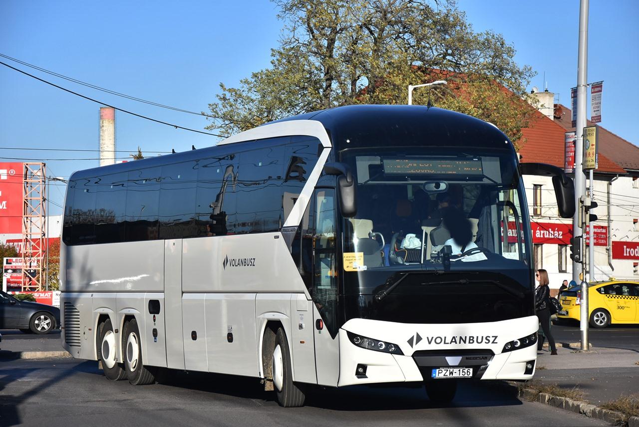 Kétórás alapütemű buszmenetrend lép életbe május 16-ától a Győr–Veszprém–Balatonfüred tengelyen. Szépséghiba, hogy a járatok Győr és Veszprém között egyidőben indulnak majd a vonatokkal (illusztráció: Bohus Dávid)