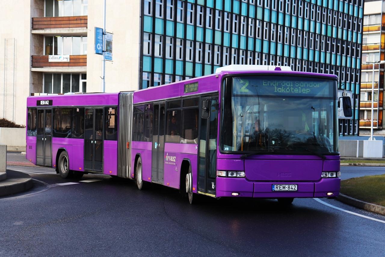 Kaposvártól elbúcsúztak, Veszprémben újra megjelentek a csuklós Hess típusú autóbuszok idén januártól