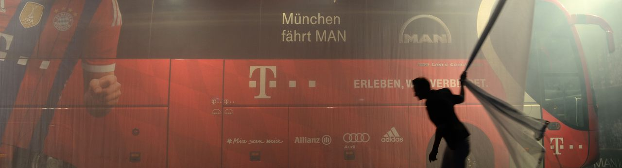 Így leplezték le az új csapatbuszt. A képre kattintva galéria nyílik (fotók: a Bayern München hivatalos honlapja)