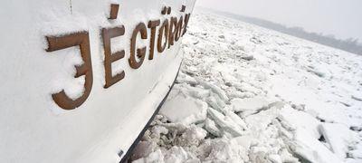 Magyar jégtörők aprítanak Szerbiában
