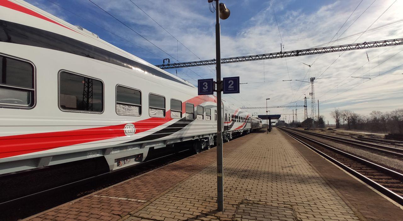 Az orosz érdekeltségű TMH csoport többségi tulajdonrészt szerzett a Dunakeszi Járműjavítóban. Az egyiptomi kocsik egyik felének gyártására kijelölt üzemet a magyar, majd a közép-európai piac vezető vasúti járműgyártó egységévé fejlesztenék