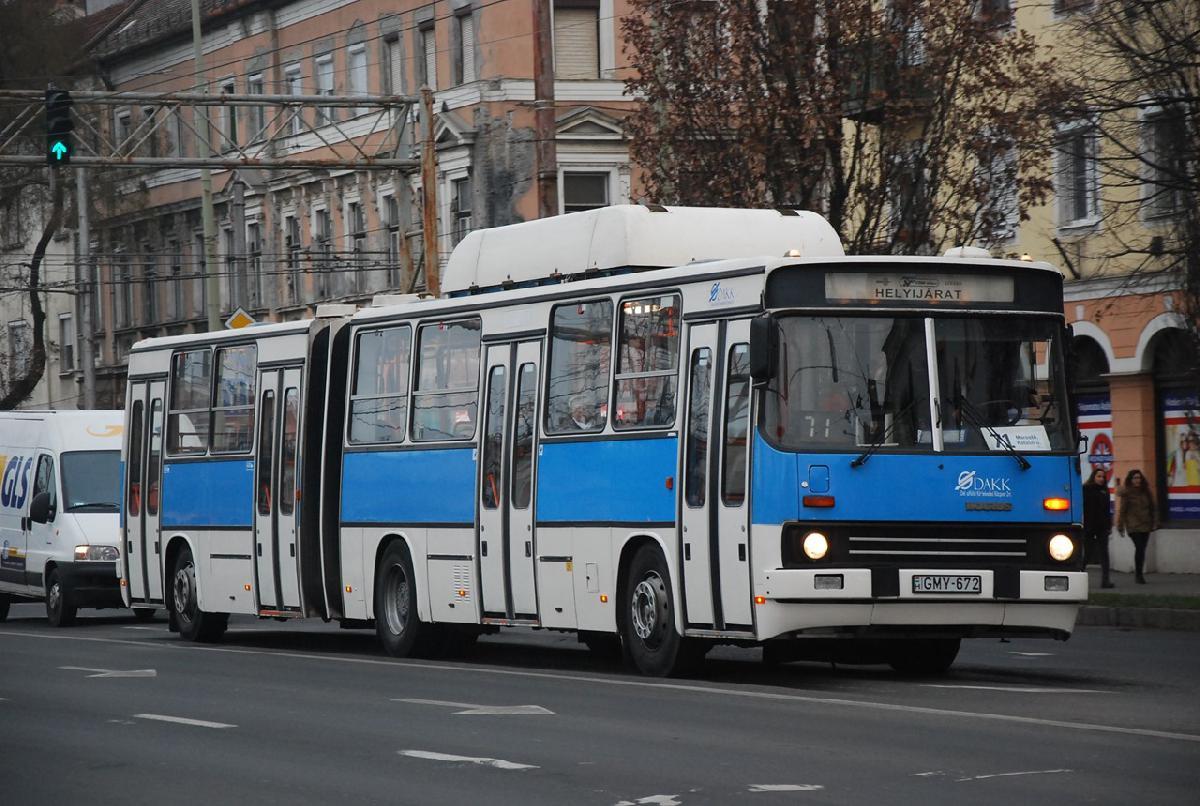 A szegedi Ikarusok állománya 2017. április 1-től: két, 1999. augusztusában érkezett 280.4AG típusú csuklós autóbusz
