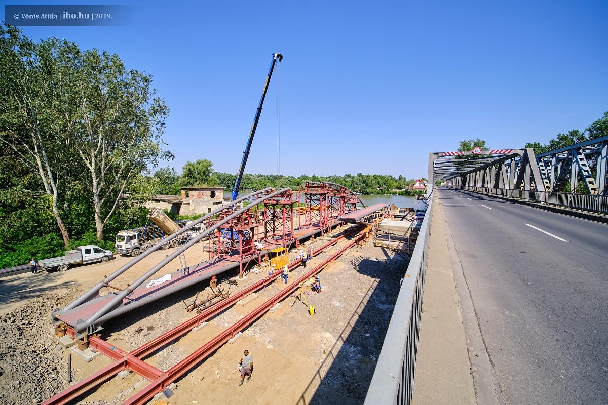 Épül a kerékpárút hídja a Tisza-tónál, Poroszló és Tiszafüred között (fotó: Vörös Attila)