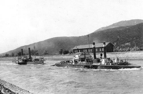 A Vaskapu-csatornában a Vaskapu kábelhajó a DDSG egy vontatóját előfogatolja, még az első világháború előtt<br>(fotó: Wolfgang Krisper gyűjteményéből)<br>A képre kattintva galériánk nyílik meg