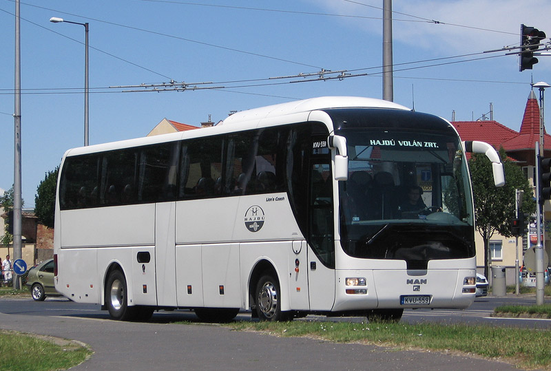 Egyelőre a három MAN-en (FSJ-943, KVU-559, LIW-768) érhető el a szolgáltatás