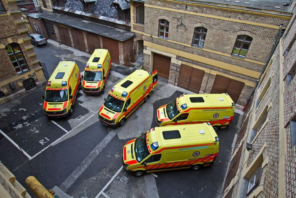 Az új mentők a bemutató napján<br>(fotó: Vörös Attila)