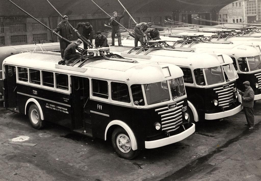 Rohamtempóban készülnek az 1954-es szállítás trolibuszai az Ikarusban