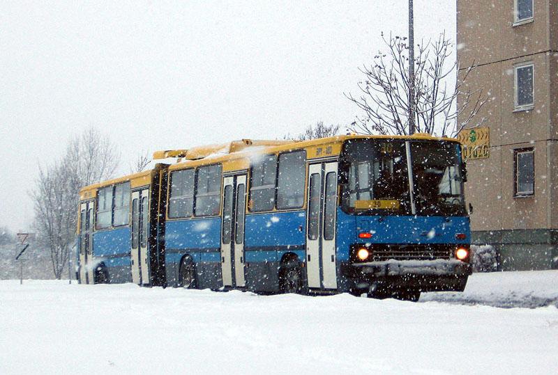 Egy februári napon, 2009-ben. Ez volt az utolsó tél, amit forgalomban töltött, hiszen 2009. nyarán szolgáltatóváltás történt Debrecenben, lecserélték a Hajdú Volánt az összes buszával együtt