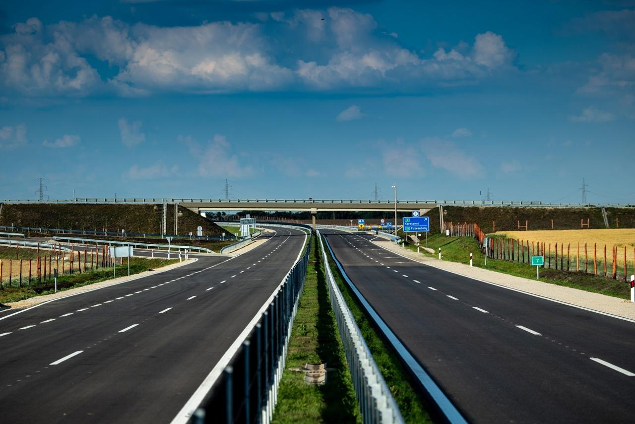 Végig elkészült az M25-ös autóút Eger és az M3-as autópálya között. A képre kattintva galéria nyílik<br>(fotók: NIF Zrt.)