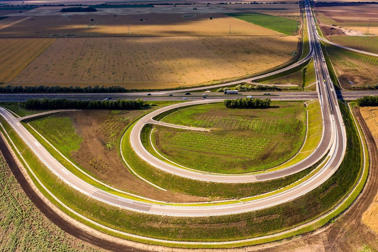 A gyorsforgalmi útszakasz kivitelezése során több csomópontot is létrehoztak