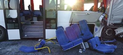 Halálos buszbaleset az M5-ösön