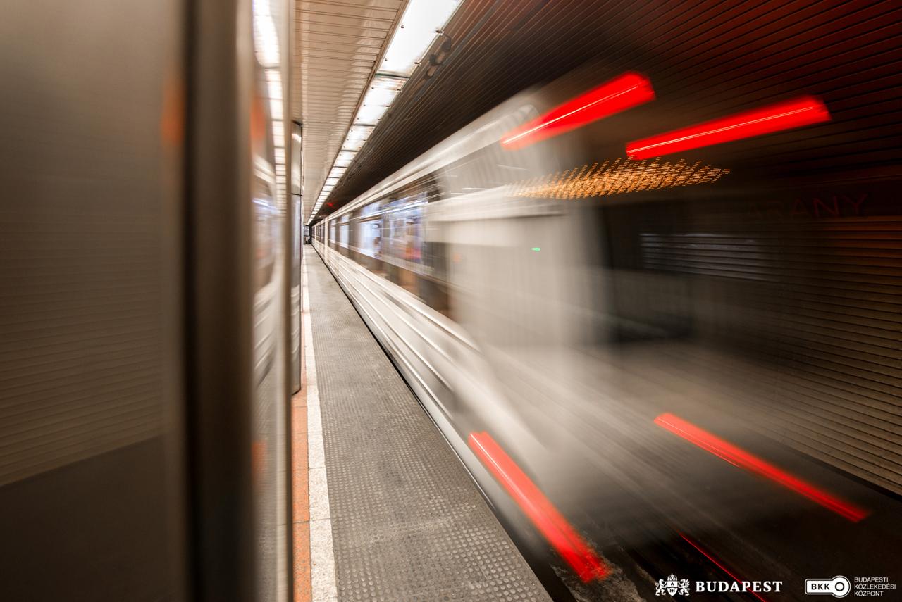 Állomásfelújítási munkálatok miatt a Corvin-negyed és a Semmelweis Klinikák állomásokon megállás nélkül áthaladnak a metrószerelvények július 13-ától (fotó: BKK)