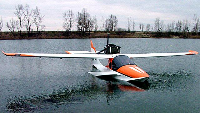 5a0fc81248b2 Mind a két gép, a helikopter és az amfibia is pillanatnyilag egy üzleti  résbe talált bele, egy nagyon sikeres piacra van lehetősége betörni.