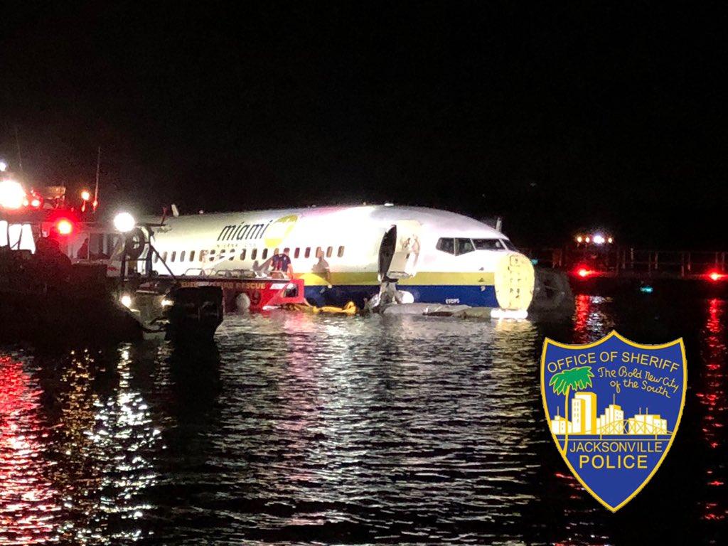 Az N732MA lajstromjelű Boeing 737-es a St. John's folyóban állt meg (képek forrása: Twitter)