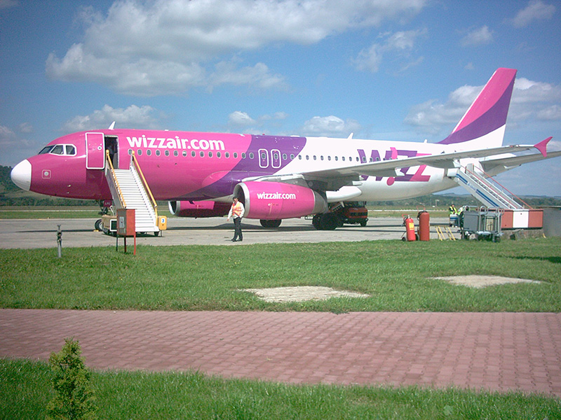 ac144c46724f A portál hírei szerint a Wizz Air április elsejétől gyarapítja Kolozsvárról Brüsszelbe  tartó járatai számát. Tavaly a marosvásárhelyi Transilvania reptér ...