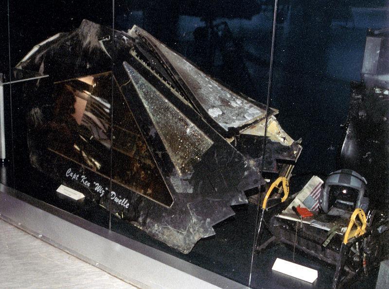 A lelőtt gép kabinteteje: a bombázót nem az a tiszt vezette, akinek a nevét ráfestették.
