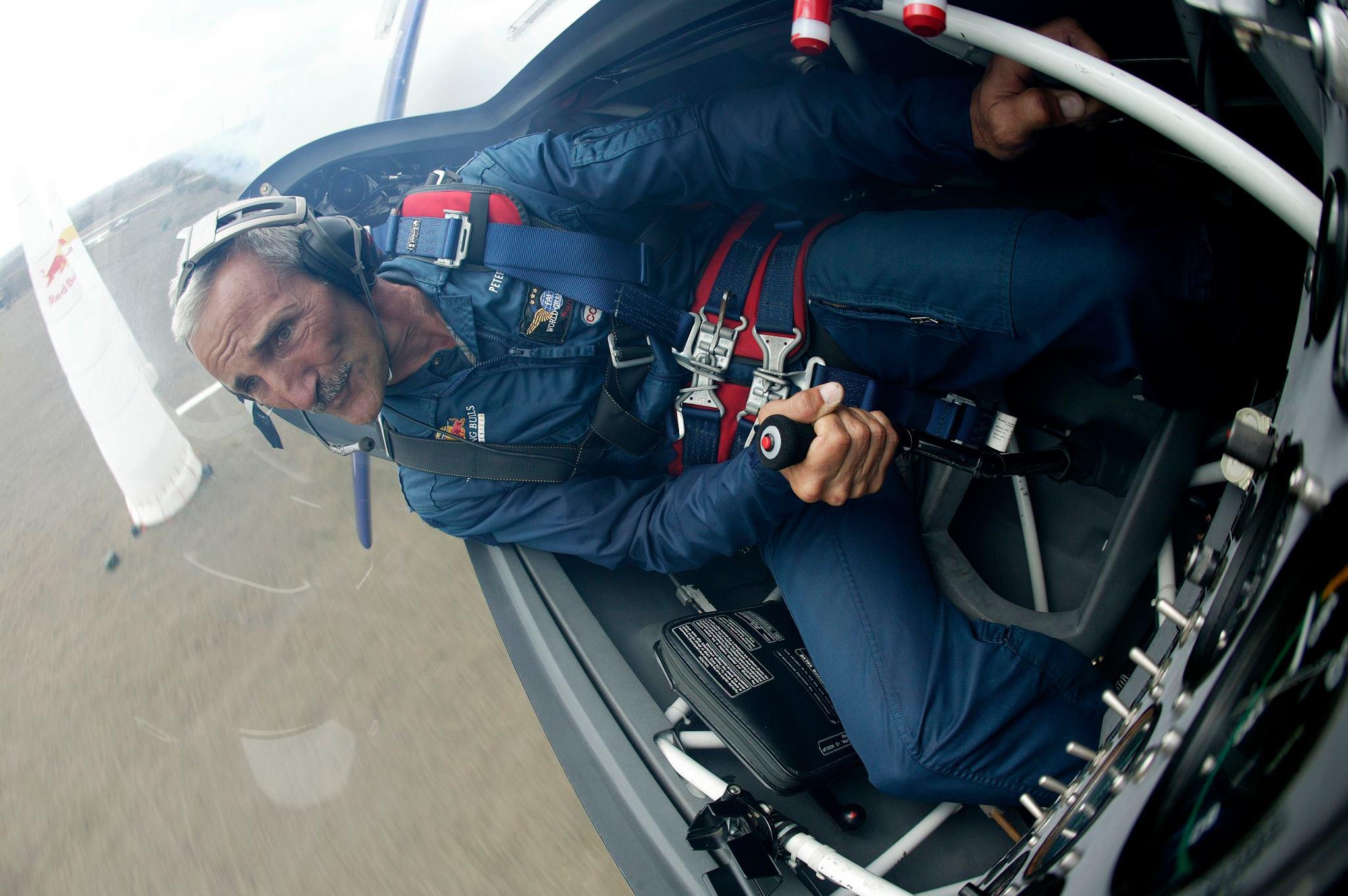 A magyar versenyző természetesen jövőre is repül a sorozatban<br>(Fotók: Red Bull Air Race, Peter Besenyei Official Fanpage)
