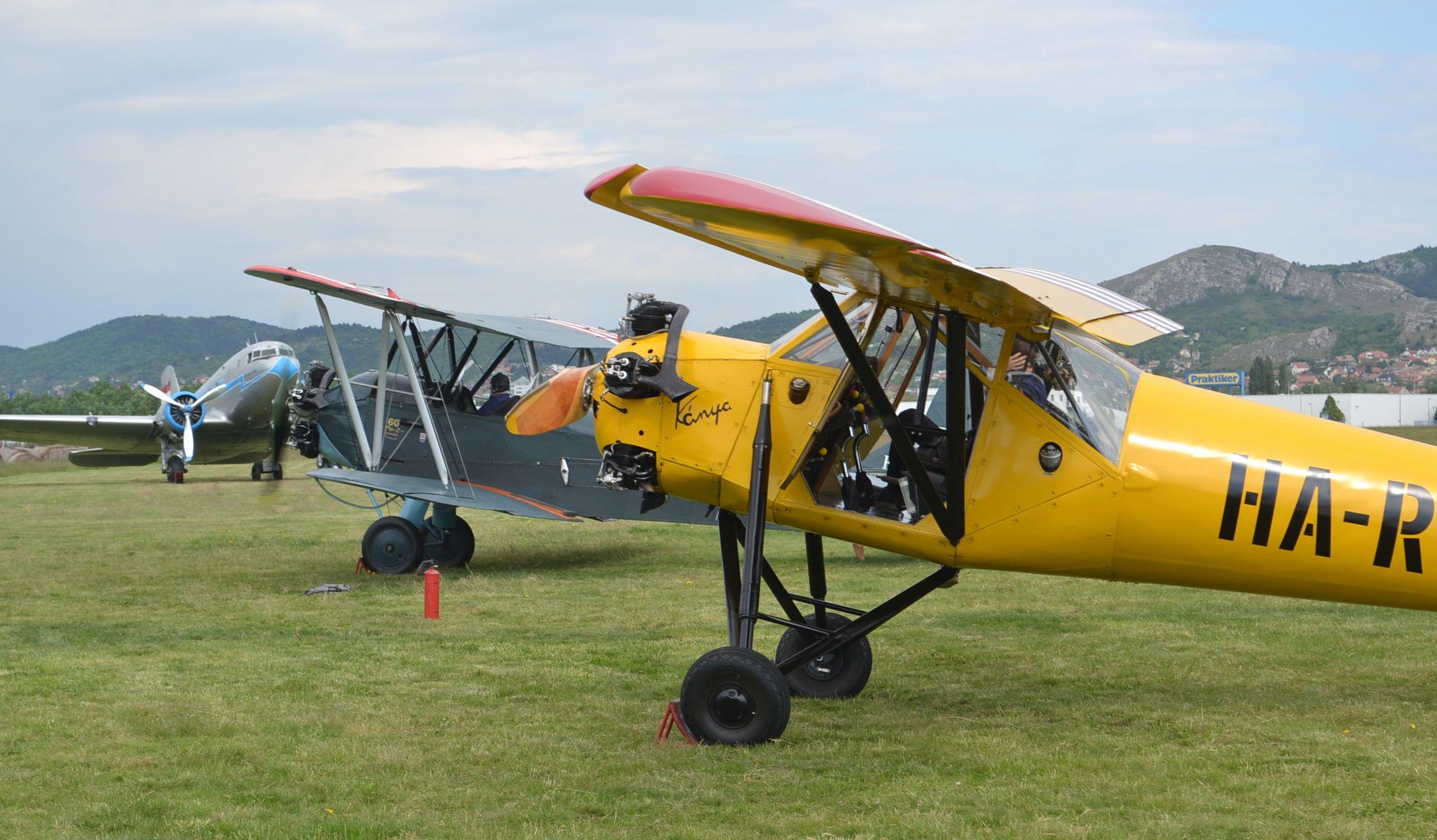 Reggeli látkép: a Po-2-es kezdi a motorozást... Kattintson a képre, és nézze meg galériánkat!
