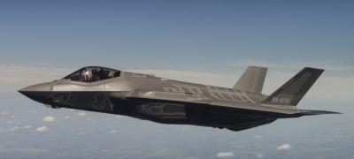 Japán első F-35-öse, Izrael többet rendel, tengeri próbák – videó!