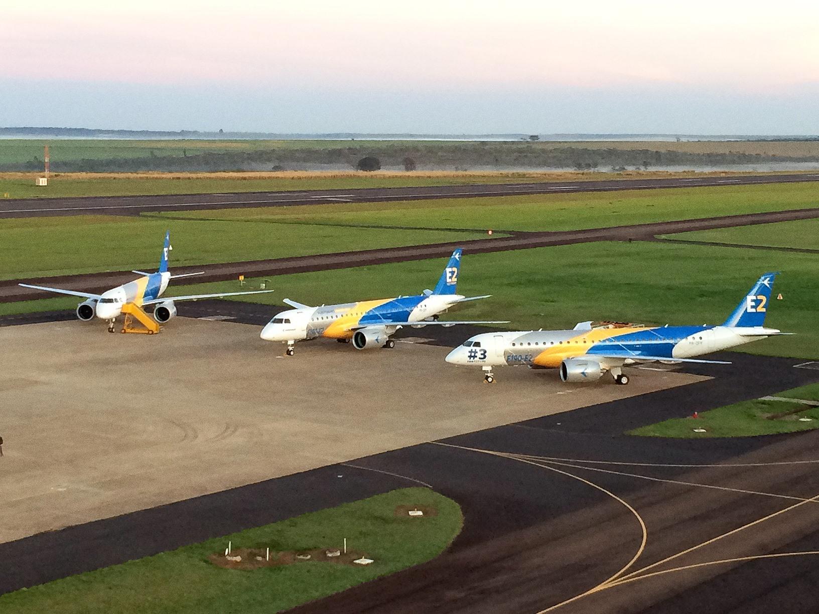 Impozáns E2-flightline: a brazilok is rákapcsoltak