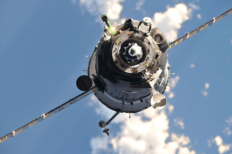 Szojuz tart az űrállomásra: egy orosz, egy külföldi