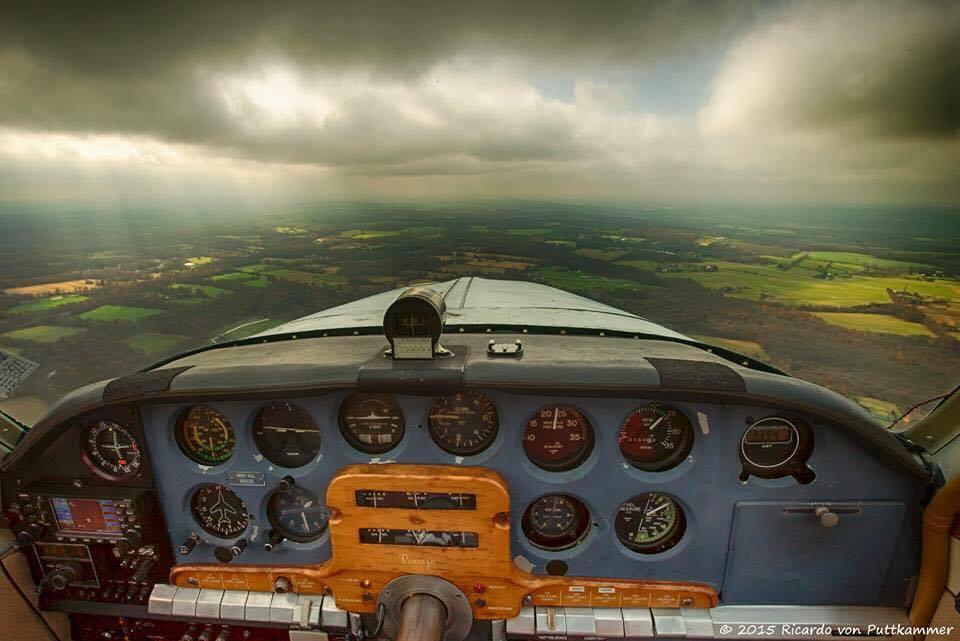 Repülés dél felé, nem túl jó az idő, nem túl magas a felhőalap...
