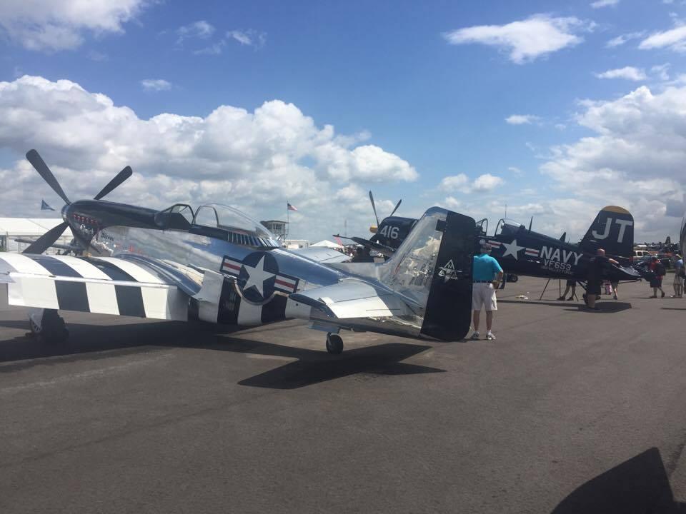 Harci gépek a show sztárjai: egy Mustang és egy Corsair...