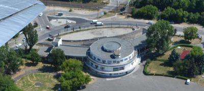 Budaörs, a 80 éve élő reptér, a földön és a levegőből