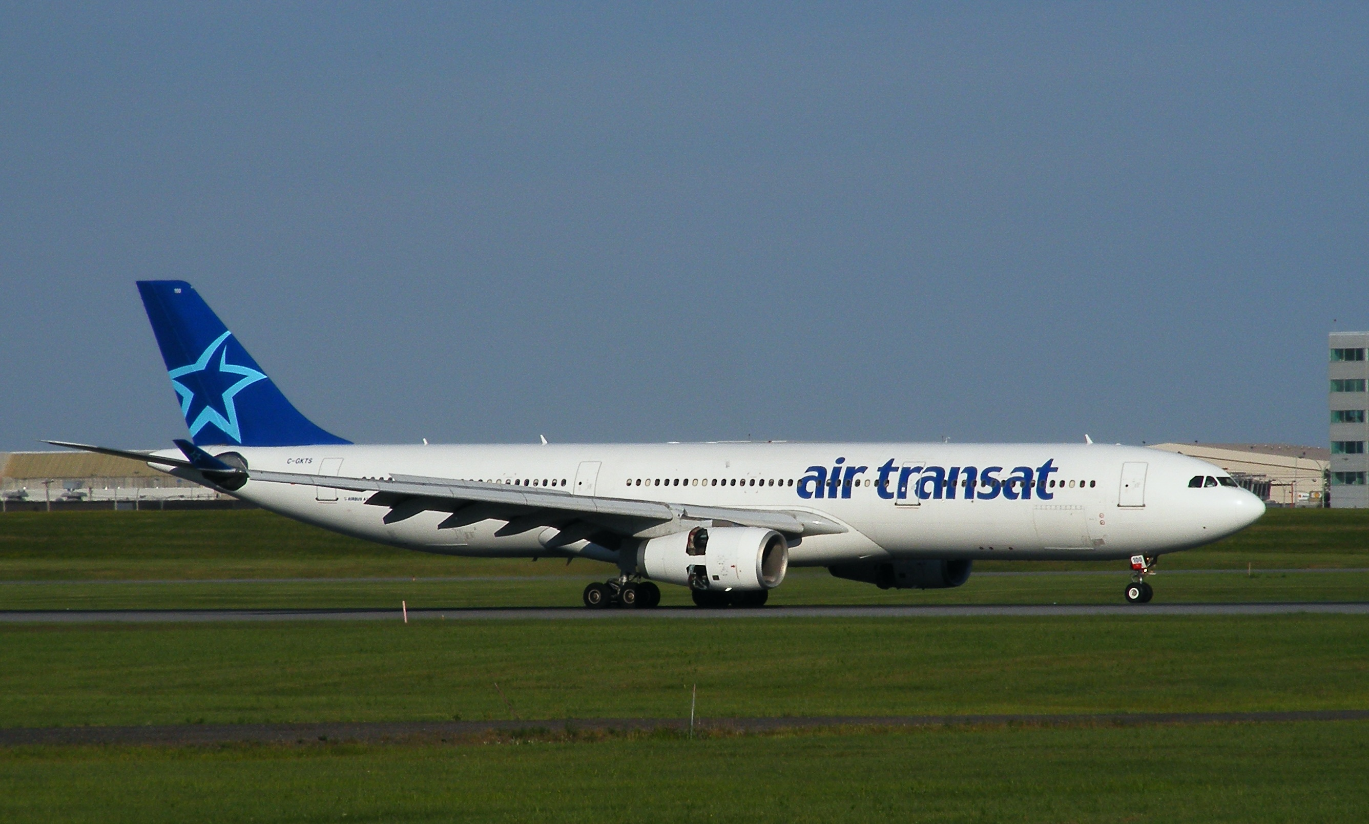 A kanadai társaság egyik A330-asa: az utasok a segélyhívót keresték