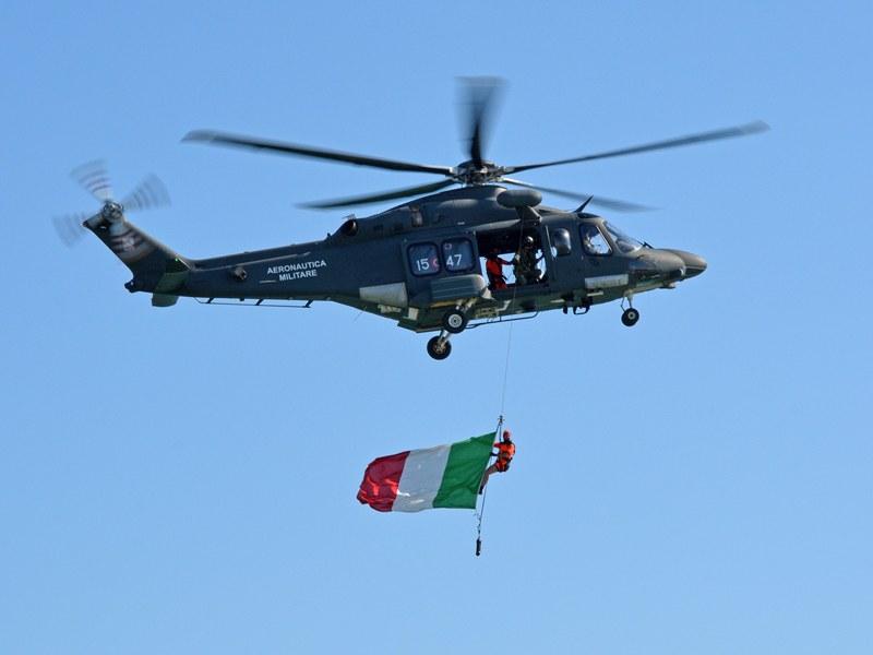 Zászló és hordozója kötélvégen