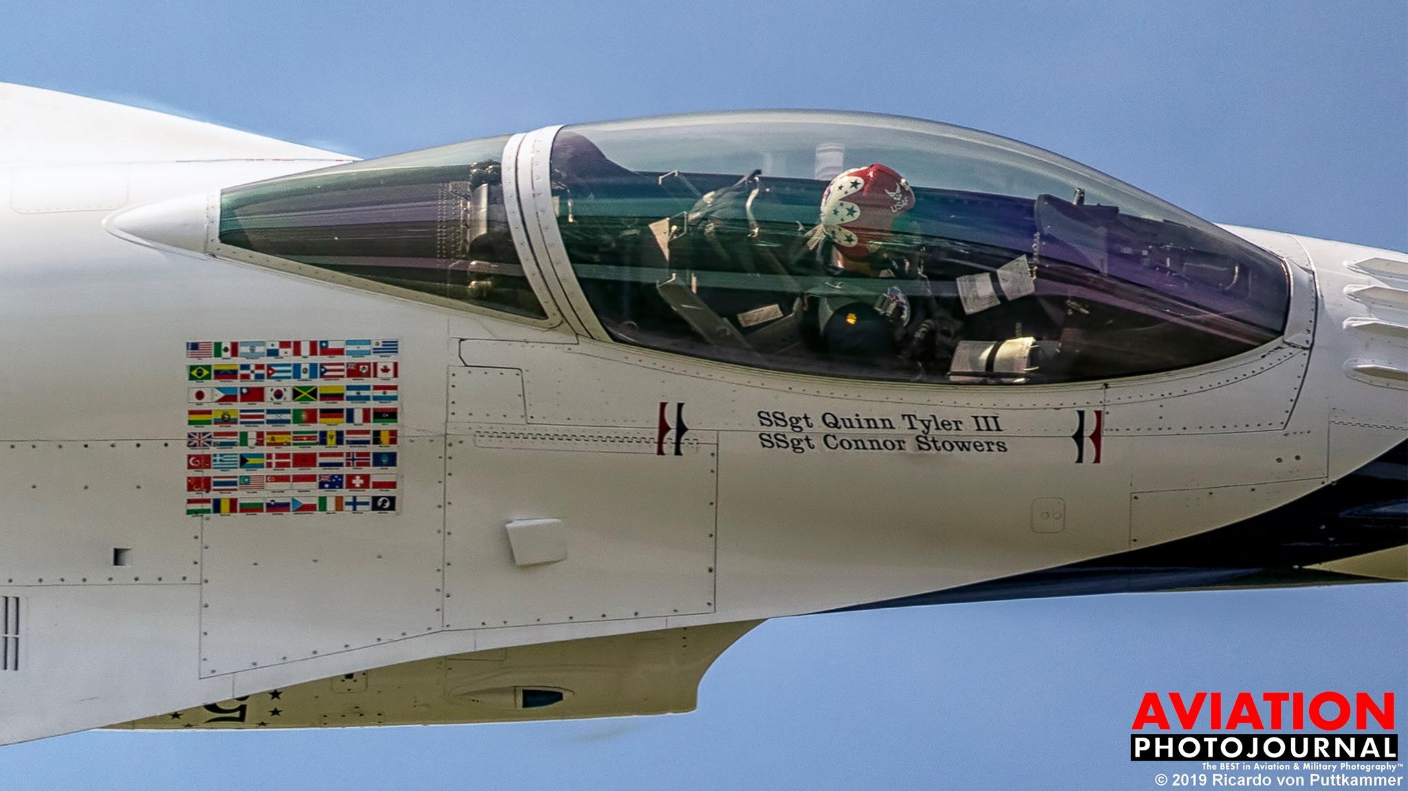 A jó fotós bepillanthat egy katonai kötelék gépének fülkéjébe is... A fotón a Viharmadarak egyik F-16-osa