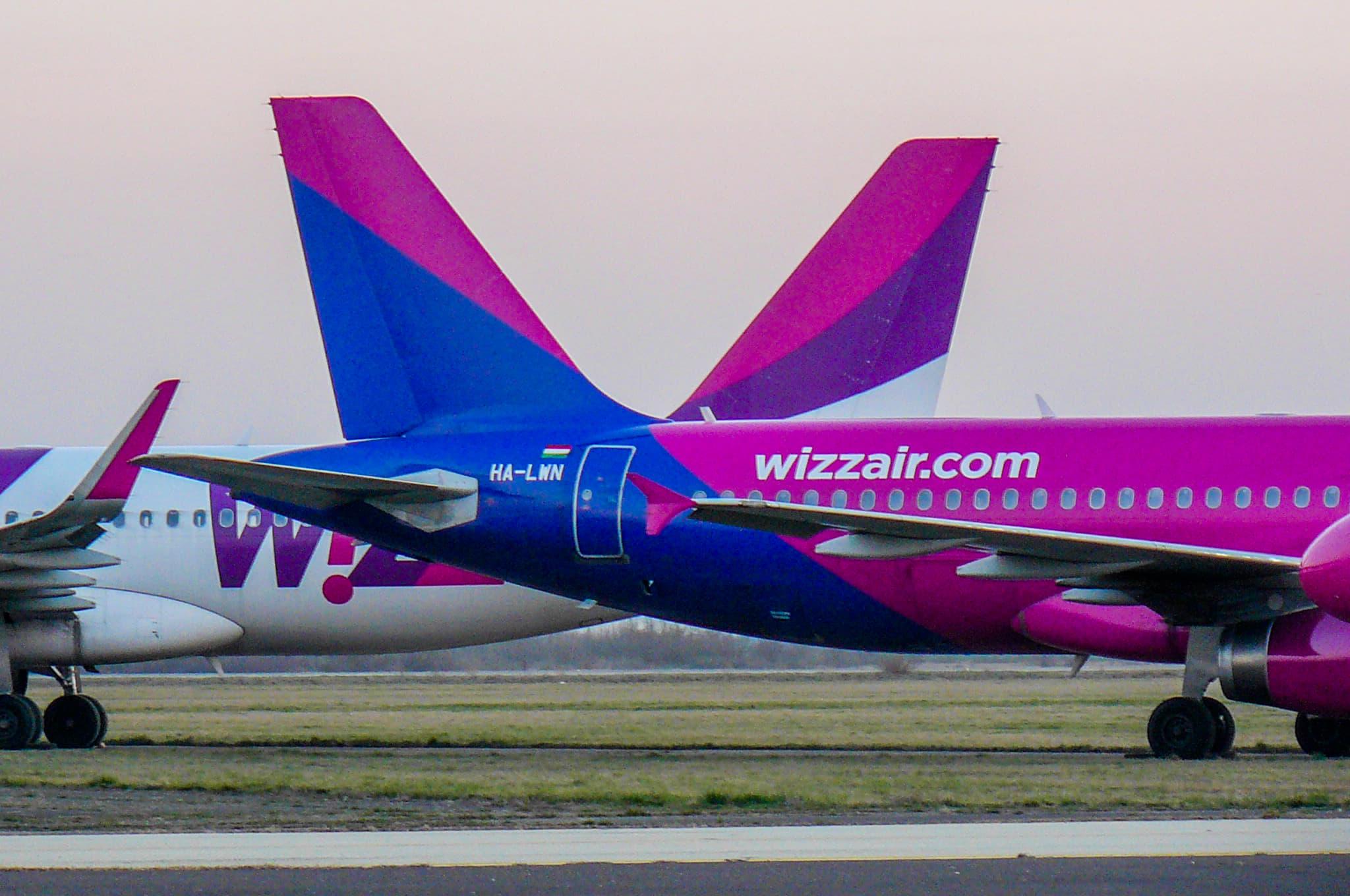 Leállított Wizz-gépek Debrecenben <br>(fotók: Arnóth József)