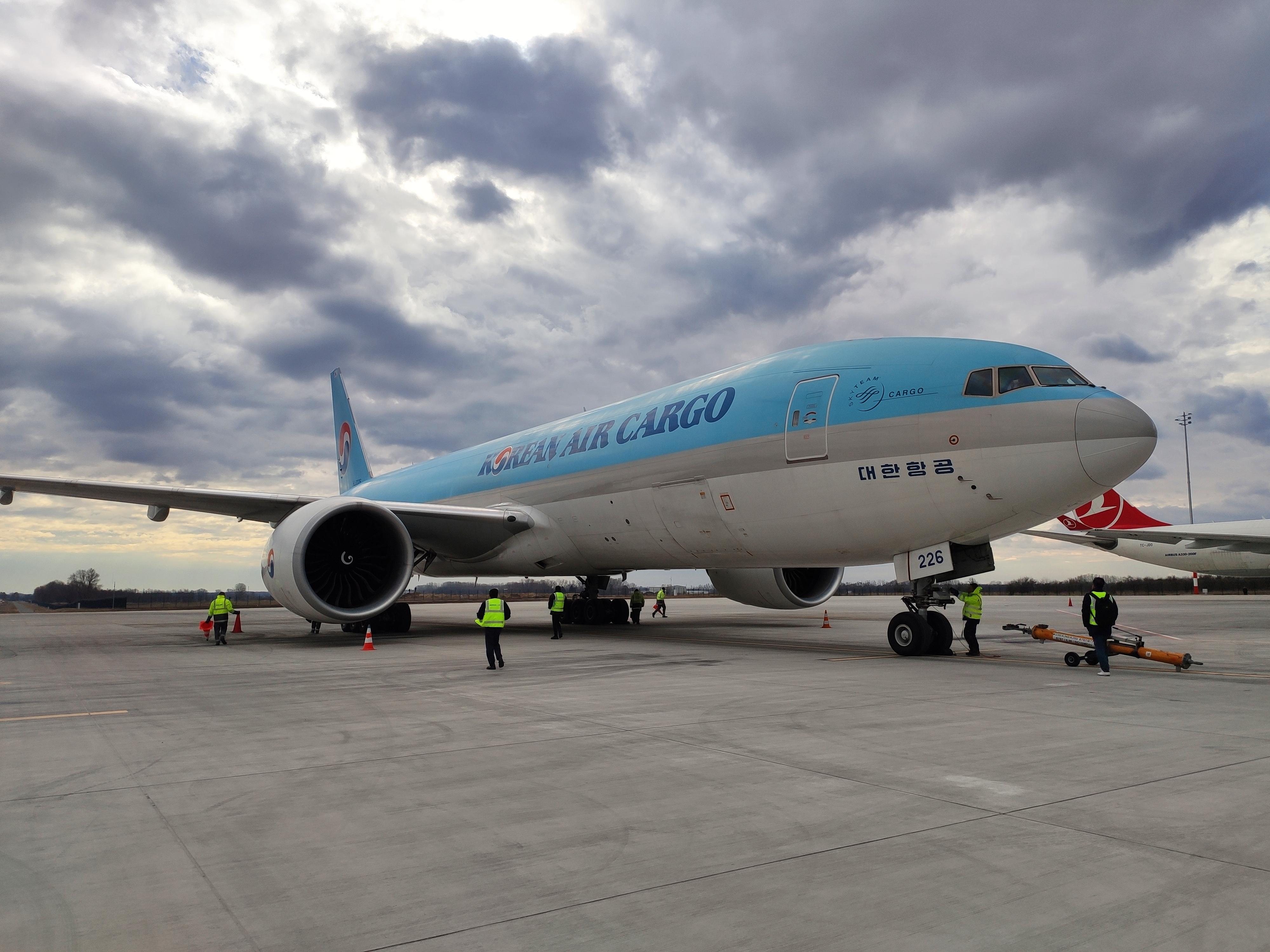A Korean Air Cargo Boeing 777F típusú repülőgépe Budapesten (fotók: Maron Szilárd Ákos)