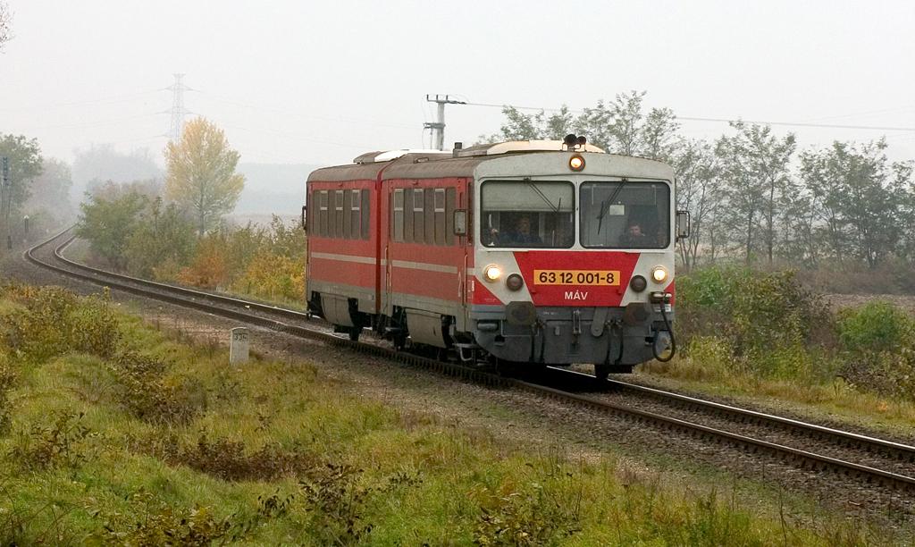 Az egyetlen elkészült iker-Bz: a MÁV 6312-es motorvonata <br />(fotó: Vörös Attila)