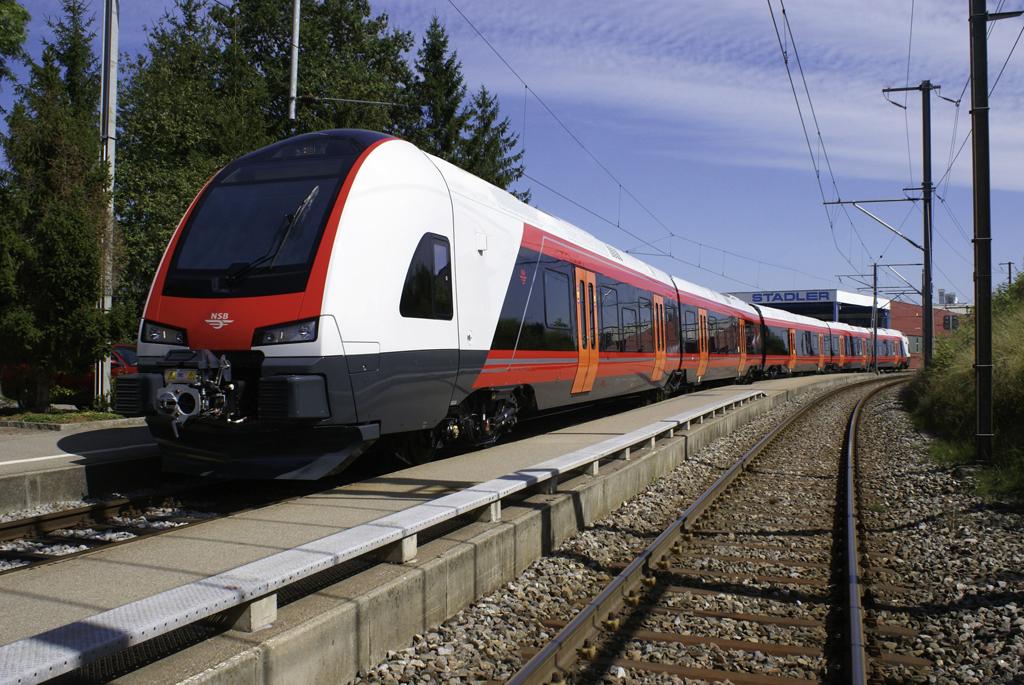 Flirt típusú IC motorvonat a norvég vasúttársaság tulajdonában. Hasonló járművekre számíthatunk <br />(fotó: Stadler)