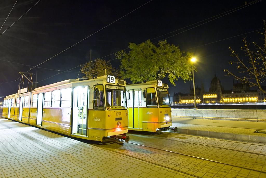 Az első villamosok találkozása a Batthyányi téri végállomáson<br>(fotók: Vörös Attila)