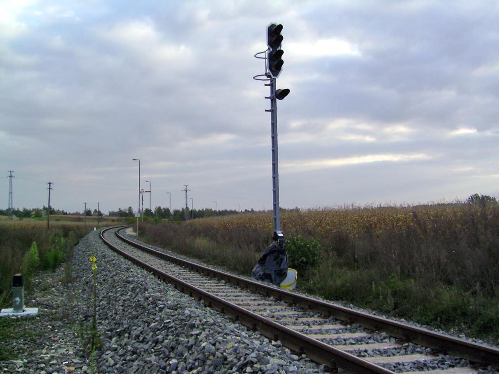 Tolna-Mözs kezdőpont felőli bejárata 2005 őszén. A pálya felújítása már elkészült, a jelzők korszerűsítését később végezték el<br>(a külön nem jelölt képeket a szerző készítette)