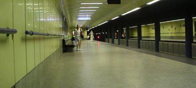 Hat metróállomást visz a Strabag