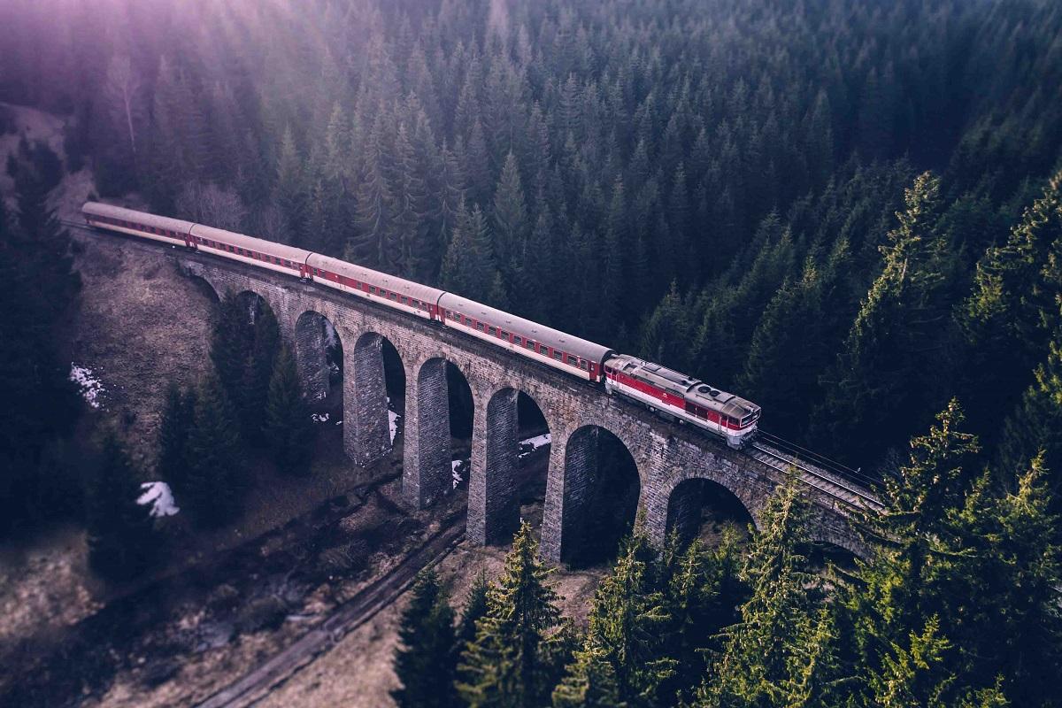 Tíz útvonalon összesen 44 turistajáratot indít őszig a ZSSK, támogatva ezzel a belföldi turizmust (illusztráció)