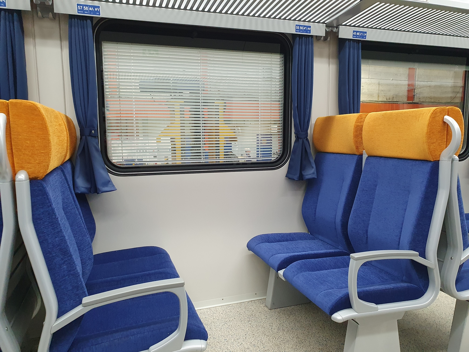 A harmadosztályú, klímás kocsik ablakai több módszerrel gátolják az erős fény és a meleg utastérbe jutását (fotók: TMH)