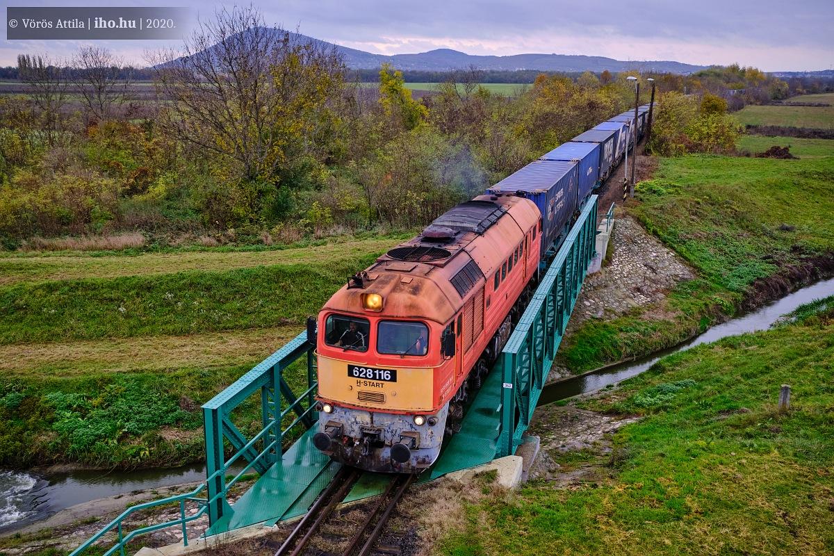 Az RCH konténervonata érkezik meg Magyarbóly állomásra (fotók: Vörös Attila)