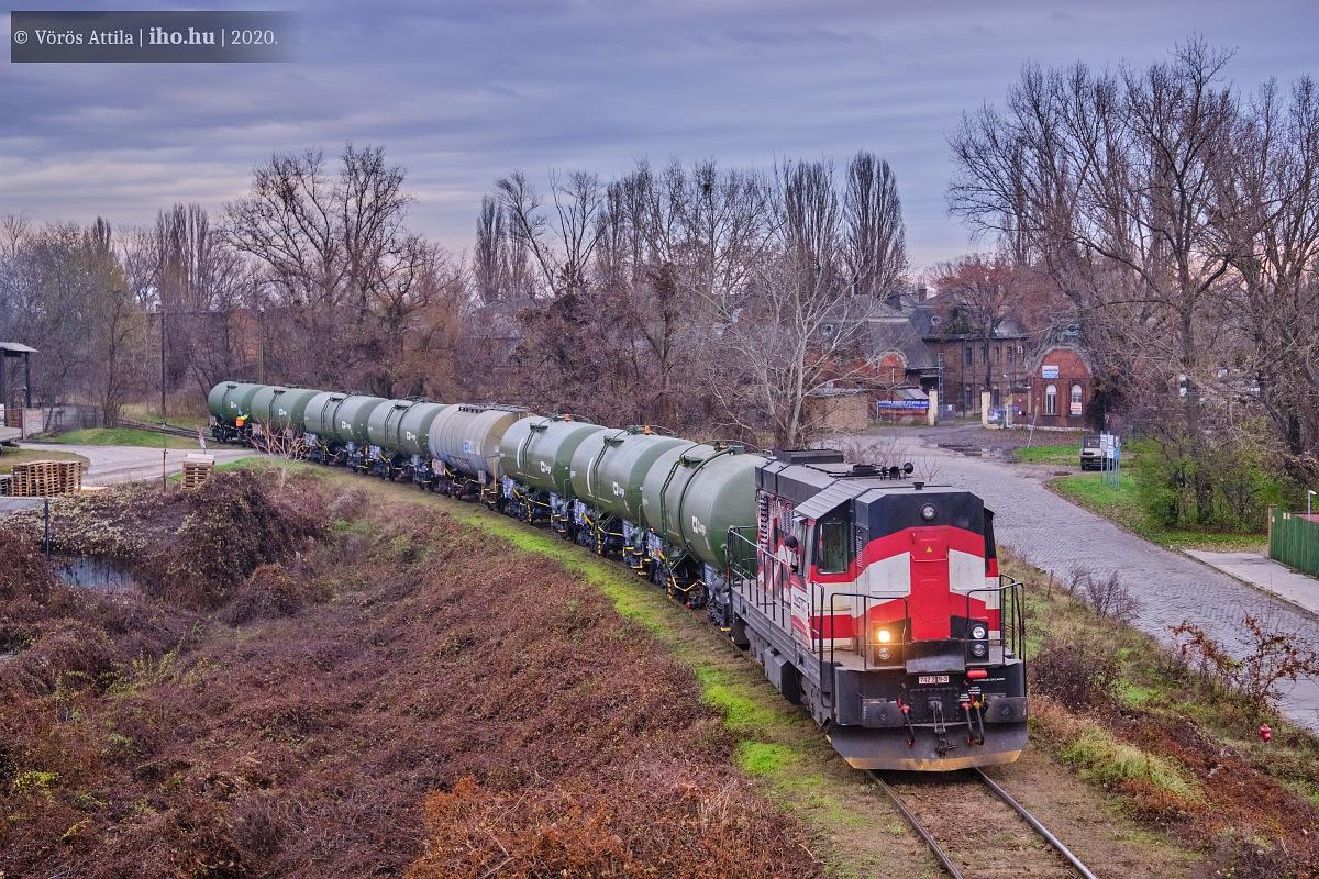 Nyolc rakott kocsinként tolták be a Kocúrral a rakott vonatot