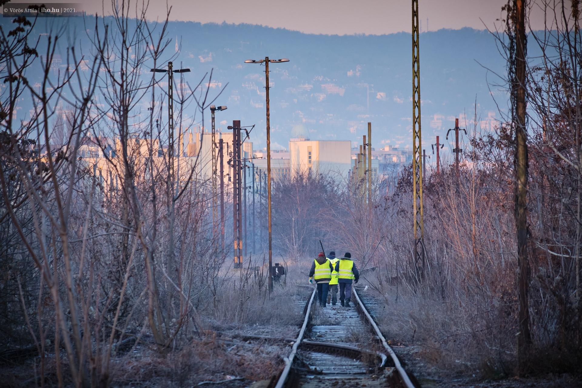 Az Északi megközelítése a romos Józsefvárosi pályaudvaron keresztül lehetséges. Külön pályamesteri felügyelettel...