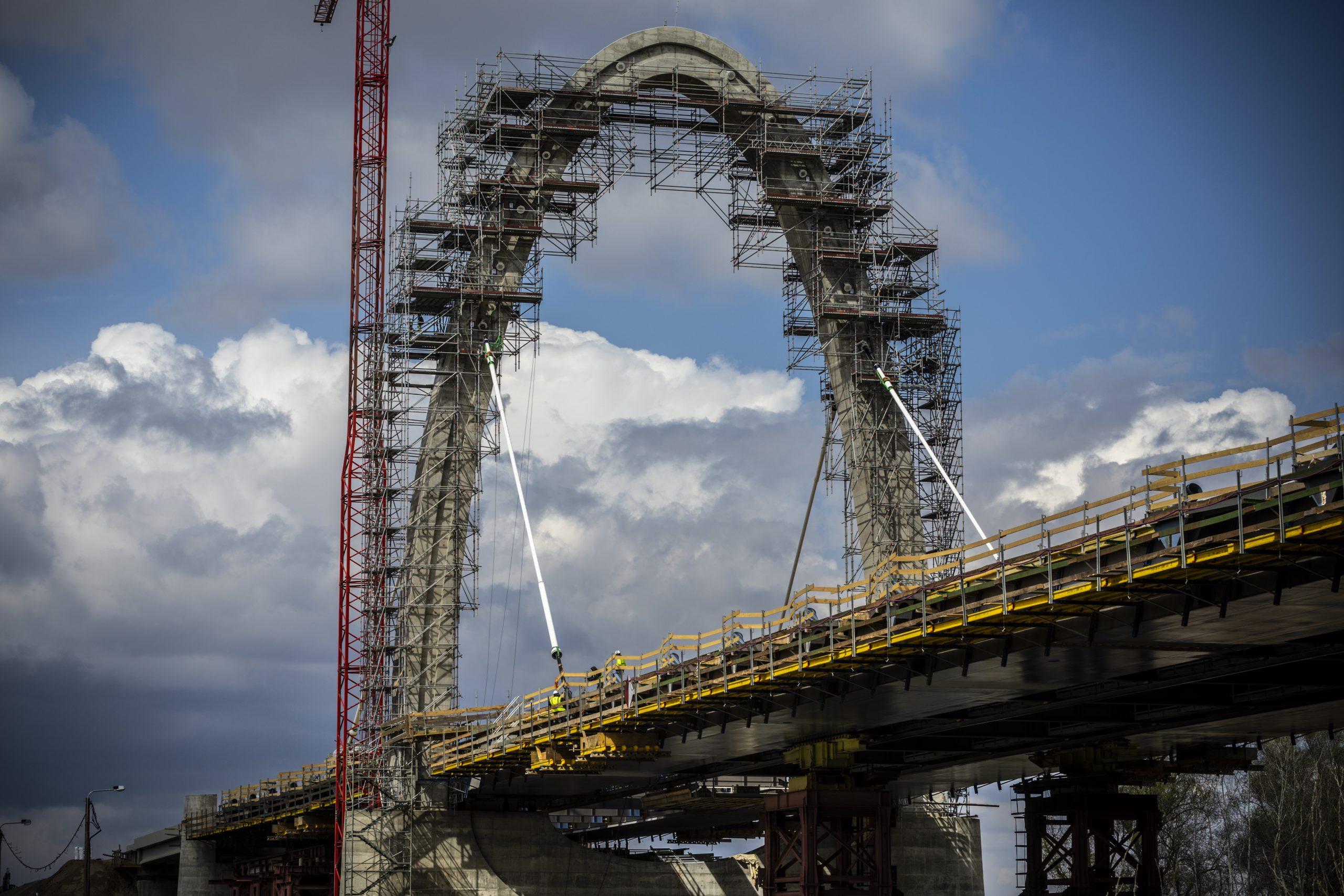 Épül a tiszaugi híd (fotók: NIF)