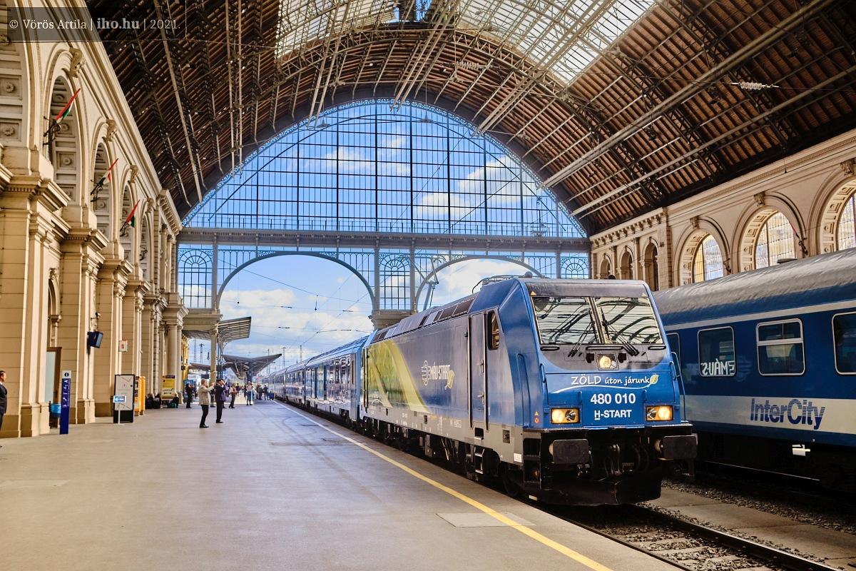 Az érkezés pillanata a Keleti pályaudvaron (fotók: Vörös Attila)