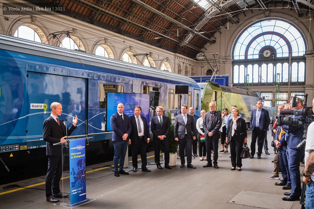 Herald Ruijters a vonattal érkezett Budapestre