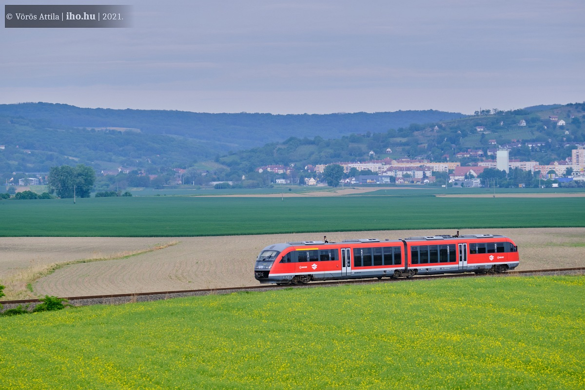Őcsényhez közelít egy Gemenc Interregio. A fönti képen Várda határában robog egy Halikon a 36-os vonalon Fonyód felé (fotók: Vörös Attila)